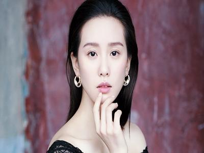 刘诗诗和baby两个人只差了两岁,但气质差很多。