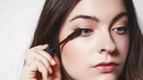 女生的眼妆要亮眼,纤长睫毛很重要