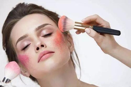 无暇底妆是如何炼成的,精致的妆容只需这两招